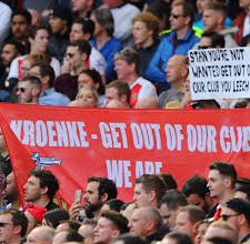 """Photo of Arsenal fan's Are Out Today For Protest """" Kroenke Out """" In London"""