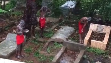 Photo of SHOCKING!! See Video Of Suspected Yahoo Boys Bathing At A Cemetery While Chanting Incantations